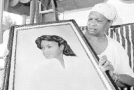 Bessye Middleton holds a portrait of her daughter Tryna